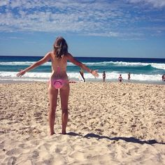 Missing Brisbane #tbt #currumbinbeach #australia #studyabroad #rainbowbutt by maddiemuntean http://ift.tt/1X9mXhV