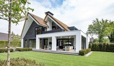 Oervormen in dialoog Storey Homes, Mansions Homes, House Extensions, Modern House Design, Exterior Design, Future House, Home Fashion, Modern Farmhouse, Building A House
