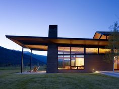 Modern Mountain Home with Shed Roof Architecture Résidentielle, Contemporary Architecture, Contemporary Building, Minimalist Architecture, Beautiful Architecture, Design Exterior, Modern Exterior, Ranch Exterior, Exterior Remodel