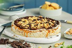 Snickerskake med peanøtter og karamell | Coop Marked Let Them Eat Cake, Lchf, Tiramisu, Food And Drink, Sweets, Baking, Ethnic Recipes, Desserts, Kos