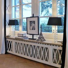 Предлагаем вашему вниманию декоративное решение для радиатора, которое отлично подойдёт для гостиной в эклектичном стиле.