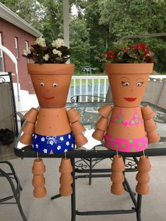 Totally gonna have to do this! Clay Pot Projects, Clay Pot Crafts, Diy Clay, Flower Pot People, Clay Pot People, Clay Flower Pots, Flower Pot Crafts, Painted Clay Pots, Painted Flower Pots