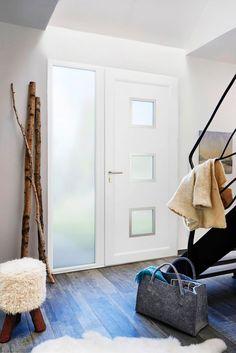porte d entrée en bois exotique clair zilten modèle chalons avec