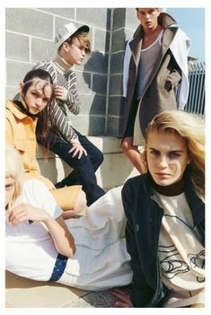Group shot against wall or building/ keep poses Fashion Poses, Fashion Group, Fashion Shoot, Editorial Fashion, Group Photography, Portrait Photography, Fashion Photography, Oyster Magazine, Group Poses