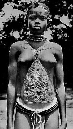African scarification to decorate and beatify the body. African Tribes, African Diaspora, African Women, Tribal People, Tribal Women, African Culture, African History, Afro Punk, Black Is Beautiful