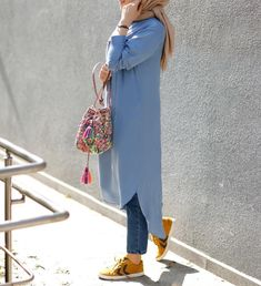 Street Style: The 30 Best Looks For Everyday - Outfit Ideas Modern Hijab Fashion, Street Hijab Fashion, Hijab Fashion Inspiration, Islamic Fashion, Abaya Fashion, Muslim Fashion, Modest Fashion, Girl Fashion, Fashion Outfits