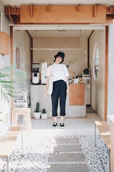 Cofee Shop, Cozy Coffee Shop, Small Coffee Shop, Cafe Shop Design, Small Cafe Design, Cafe Interior Design, Korean Coffee Shop, Coffee Shop Counter, Juice Bar Design