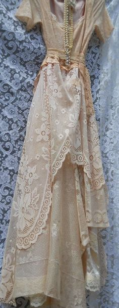 vintage lace dress love it Looks Vintage, Vintage Lace, Vintage Dresses, Vintage Outfits, Vintage Fashion, Champagne Lace Dresses, Look 2015, Organza, Linens And Lace