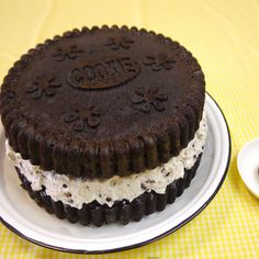 Here Is The Giant Chocolate Oreo & Whipped Cream Cookie Cake Recipe You've Been Searching For