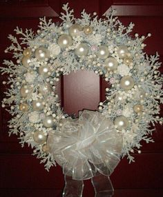 Elegant White Christmas | Pinned by Debbie Schultz