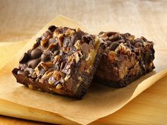 le Brownies (Gluten Free)  Gluten free brownie mix marries with the classic turtle trio of chocolate, caramel and nuts for a decadent treat.