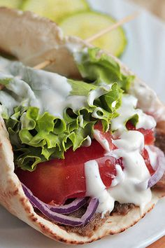 Side Recipes, Greek Recipes, Lunch Recipes, Appetizer Recipes, Dinner Recipes, Chicken Gyro Recipe, Chicken Gyros, Tzatziki Sauce, Kitchens