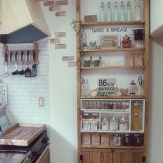 RoomClipユーザーさんにも大人気の「ディアウォール」。ディアウォールは、壁や天井にキズを付けることなく棚が設置出来ますので、とても便利なアイテムですね。今回は、そんなディアウォールの棚を活用されている「キッチン」の実例をご紹介します。 Kitchen Time, Kitchen Living, Diy Kitchen, Kitchen Storage, Kitchen Decor, Diy Interior, Kitchen Interior, Kitchen Nightmares, Diy Room Decor