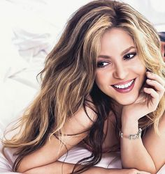 Shakira Hips, Demi Lovato, Jennifer Lopez, Gorgeous Women, Wonder Woman, Long Hair Styles, Sexy, People, Beauty