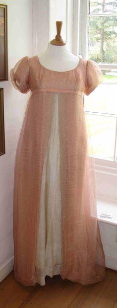 http://1.bp.blogspot.com/_BQWftIXHVpg/S9WkWp37KiI/AAAAAAAAAFI/mIfVX5VKzVc/s1600/Emma+pink.jpg