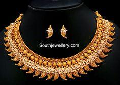 Traditional Jewellery latest jewelry designs - Page 16 of 28 - Indian Jewellery Designs Indian Jewelry Sets, Indian Jewellery Design, Jewelry Design, Kerala Jewellery, India Jewelry, Antique Jewellery, Wedding Jewelry, Gold Jewelry, Gold Necklaces