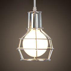 Závesné kovové svietidlo v starodávnom štýle v striebornej farbe. Vyberte si naše starodávne a rustikálne svietidlá ktoré zabezpečia výsledný historický dojem z každej miestnosti