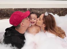 Elle is filled with love 247 by her parents Austin and Catherine Cute Family Pictures, Baby Pictures, Family Photos, Cute Mixed Babies, Cute Babies, Beautiful Family, Family Love, The Ace Family Youtube, Ace Family Wallpaper