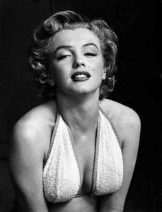 Marilyn Monroe was an iconic American actress, model, and singer, who to this day is still a major sex symbol! Hollywood Stars, Classic Hollywood, Old Hollywood, Joe Dimaggio, Viejo Hollywood, Philippe Halsman, Portrait Studio, Cinema Tv, Greta