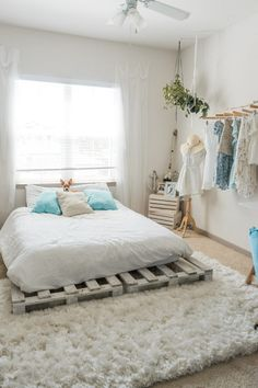A collection of cozy bedroom decor and furniture ideas for ideas and inspiration. Whether you like your boho bedroom decor neutral or with bold bursts of color, there's inspo for everyone. Stylish Bedroom, Cozy Bedroom, Home Decor Bedroom, Modern Bedroom, Bedroom Furniture, Bedroom Ideas, Bedroom Designs, Master Bedroom, Contemporary Bedroom