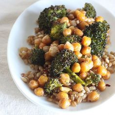 Oven-Roasted Chickpeas and Broccoli with Barley @keyingredient #vegetables