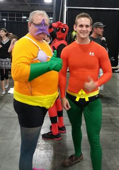 Deadpool photobombs a shot of Mermaid Man and Aquaman | SLCC 2013