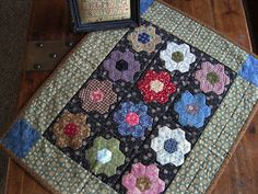 """Hexagon Flowers Doll Quilt fro """"The Civil War Sewing Circle"""" Small Quilts, Mini Quilts, Baby Quilts, Sewing Circles, Civil War Quilts, Miniature Quilts, Vintage Sewing Machines, Doll Quilt, Tatting Patterns"""
