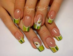 Daisy french nails, Daisy nails, French manicure, French manicure ideas 2016, french manicure news 2016, french manicure with a flower, French nails ideas 2016, French nails trends 2016