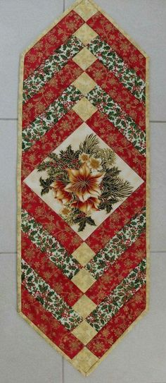56 ideas for patchwork table runner pattern Patchwork Table Runner, Table Runner And Placemats, Table Runner Pattern, Table Topper Patterns, Plus Forte Table Matelassés, Diy Quilt, Braid Quilt, Christmas Patchwork, Christmas Quilting Projects