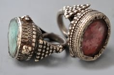 India | 2 glass rings with large shanks | Private collection Linda Pastorino