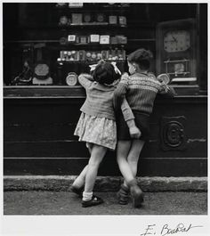 Édouard Boubat - Montmartre, Paris, 1948 hahahahahahahaha!
