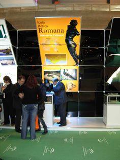 Una calzada con más de 2.000 años de historia en el stand de Andalucía!. Mostrador de la Ruta Bética Romana
