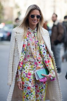 Street Style: 26 Edgy Floral Looks - StyleCarrot Street Style Trends, Autumn Street Style, Street Chic, Paris Street, Spring Fashion, Autumn Fashion, Paris Fashion, Fashion Fashion, Street Fashion