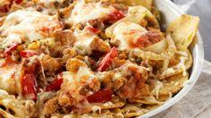 Chicken and tortillas snack Snack Recipes, Snacks, Frisk, Tex Mex, Hawaiian Pizza, Kos, Potato Salad, Cauliflower, Macaroni And Cheese