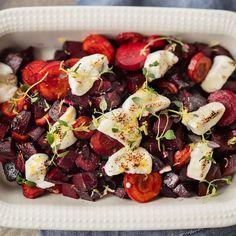 Paahdettu punajuuri-vuohenjuustovuoka | Yhteishyvä Cobb Salad, Food And Drink, Vegetables, Meal, Vegetable Recipes, Veggie Food, Veggies