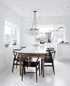 Habba-habba Now we're talking! There's just so much YES in this kitchen :: 'Wishbone chairs' @carlhansenandson in smoked oak, the 'Blown' pendant @andtradition, vintage table and white marble top on an all white backdrop // Stunning work by @atelierribe //