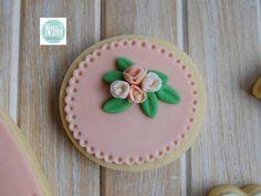 NONA'S Candy: galleta de mantequilla con fondant color salmón y bouquet de flores