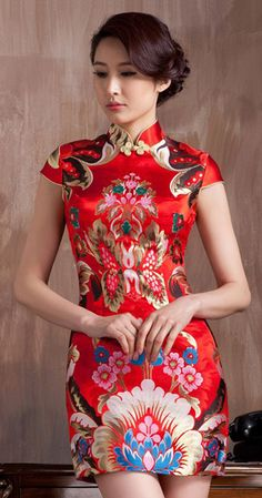 Red floral brocade modern mini qipao short cheongsam : would be great for tea ceremony or chinese themed party Oriental Dress, Oriental Fashion, Asian Fashion, Chinese Fashion, Asian Woman, Asian Girl, Collection Eid, Moda China, Fashion Vestidos