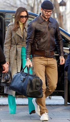 Estilo David Beckham, David Beckham Style, Fashion Couple, Look Fashion, Mens Fashion, Stylish Couple, Stylish Men, Rocker Style Men, Flight Outfit