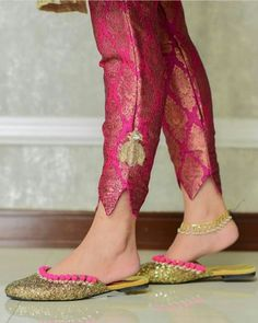 Abdullha Kurti Sleeves Design, Sleeves Designs For Dresses, Dress Neck Designs, Blouse Designs, Plazzo Pants, Salwar Pants, Salwar Dress, Trouser Pants, Salwar Designs