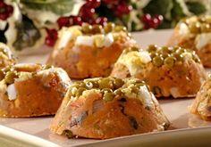 Prático e rápido, este minicuscuz leva ervilha, pimentão verde, azeitonas, palmito e sardinha