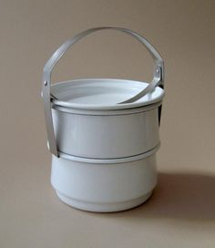It's time for lunch: If only we were Indian schoolchildren, whose noonday meal is packed at home in a reusable tiffin and delivered hot by a dabbawala (in a system legendary for its efficiency). With a sigh, we offer up these five tiffin carriers, in the hopes that they make leftovers look more appetizing.
