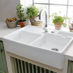 Kitchen sink ideas (The Attractive Double Ceramic Kitchen Sink Villeroy Boch Butler 90 Ceramic Belfast Double Sink is one of the pictures that are related to the pic) Ceramic Kitchen Sinks, Kitchen Sink Decor, Best Kitchen Sinks, Corner Sink Kitchen, Kitchen Sink Design, Double Bowl Sink, Double Bowl Kitchen Sink, Farmhouse Sink Kitchen, Modern Farmhouse Kitchens