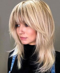 These medium blonde hairstyles prove that being just right doesn't mean being boring. Here are 25 mid-length blonde hairstyles to bring to the salon Medium Length Hairstyles, Medium Shag Haircuts, Hairstyles With Bangs, Korean Hairstyles, Beach Hairstyles, Hairstyles Men, Wedding Hairstyles, Blonde Fringe Hairstyles, Blonde Lob With Bangs