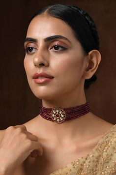 Indian Jewelry Sets, India Jewelry, Temple Jewellery, Ethnic Jewelry, Gold Choker Necklace, Jewellery Earrings, Gold Earrings, Jewelry Necklaces, Beaded Necklace