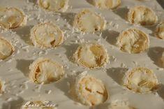Prajitura de ciocolata cu crema de nuca de cocos | Retete culinare cu Laura Sava - Cele mai bune retete pentru intreaga familie Mai, Garlic, Deserts, Vegetables, Food, Cakes, Desserts, Meal, Dessert