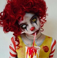 Bloody Ronald McDonald for Halloween! Clown Makeup, Sfx Makeup, Costume Makeup, Makeup Art, Halloween Face Makeup, Looks Halloween, Halloween Cosplay, Halloween Art, Really Scary Halloween Costumes