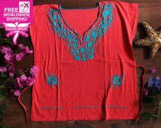 Blusa mexicana color rojo bermellón, blusa bohemia con bordados a mano en color azúl cielo, excelente contraste.