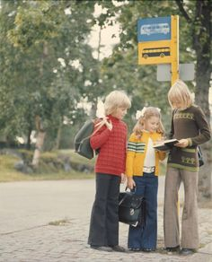 "Tuntematon, valokuvaaja 1974  Hyvilla Oy. Mainoskuva lasten Rondo neulotuista kouluasuista. Diapositiivin yhteydessä teksti: ""Hyvilla/ kouluasut - syksy -74"" Prince Caspian, Hipster Babies, Good Old Times, Vintage School, Teenage Years, Color Photography, Old Photos, Finland, Childhood Memories"
