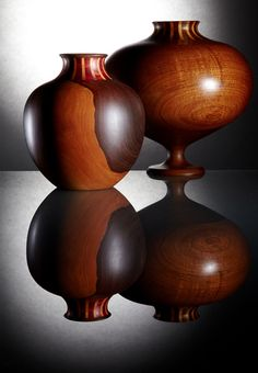 Artesanía colombiana. Vasijas de algarrobo con cuello de carreto y puy con técnica de ensamble.